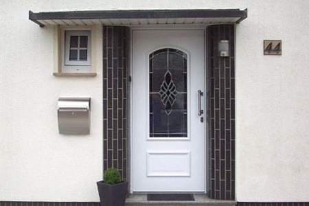 Haustüren aus Holz mit Lichtausschnitt von Schreinerei FÄTH